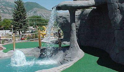 water mini golf