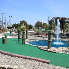 fountain and posts mini golf course design