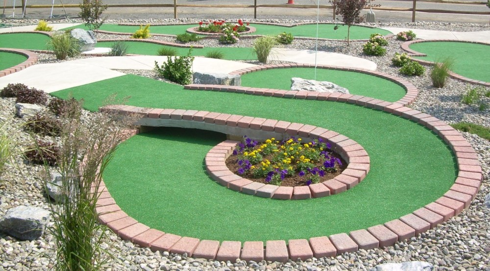 planter circle shot mini golf course design