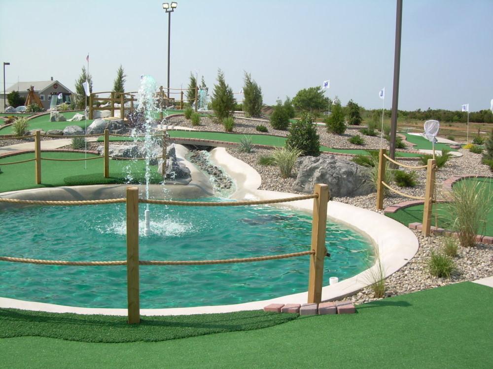 blue water fountain mini golf course design