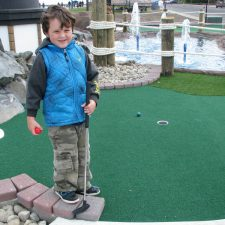 kids mini golf