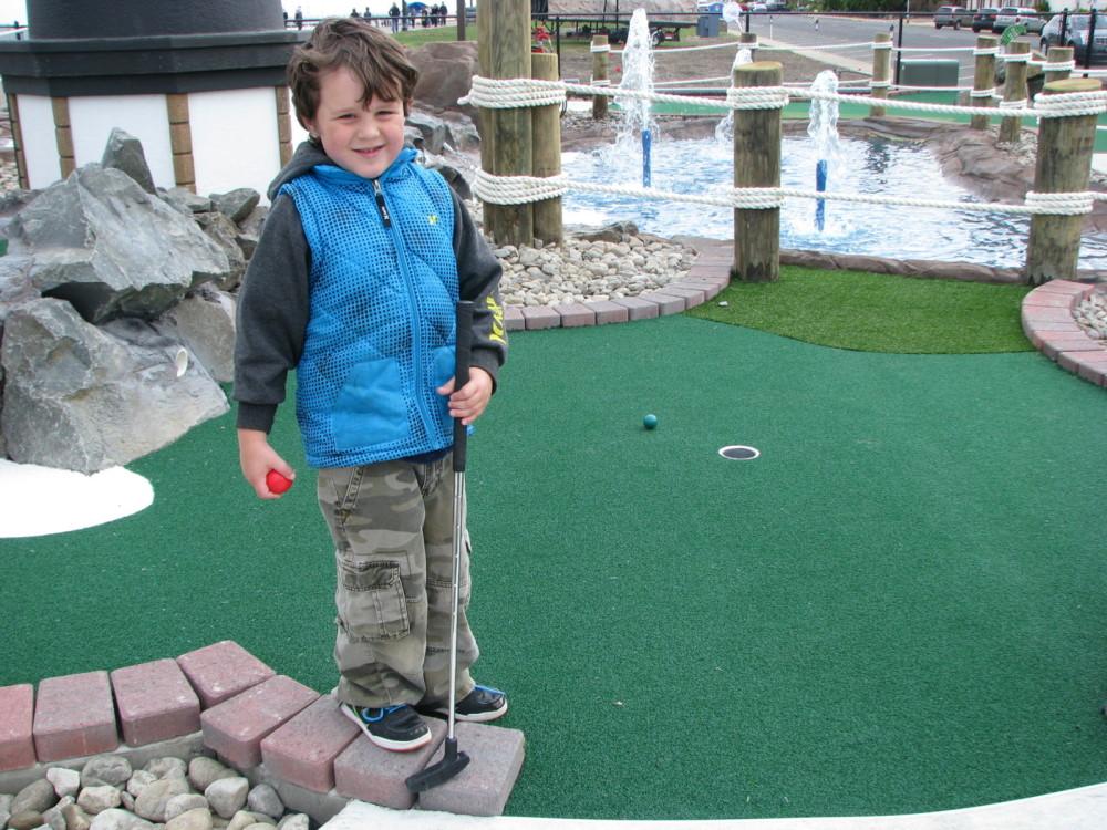 kids mini golf