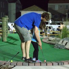 father daughter mini golf