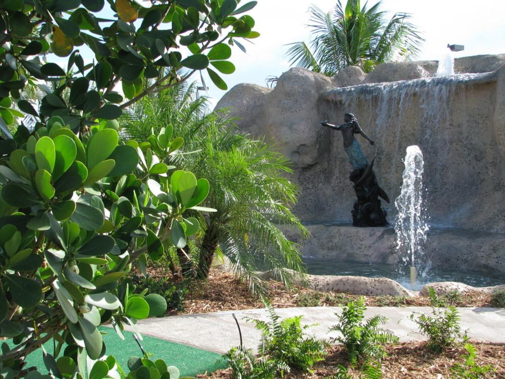 statue mini golf course design