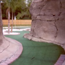 zig zag canyon mini golf course design